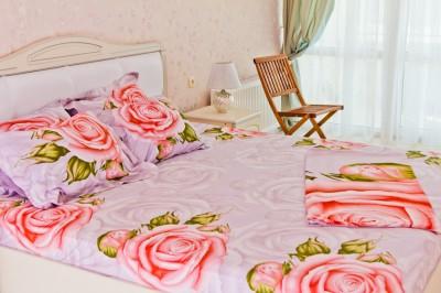 Спальня трёхкомнатной квартиры люкс у моря в Аркадии.