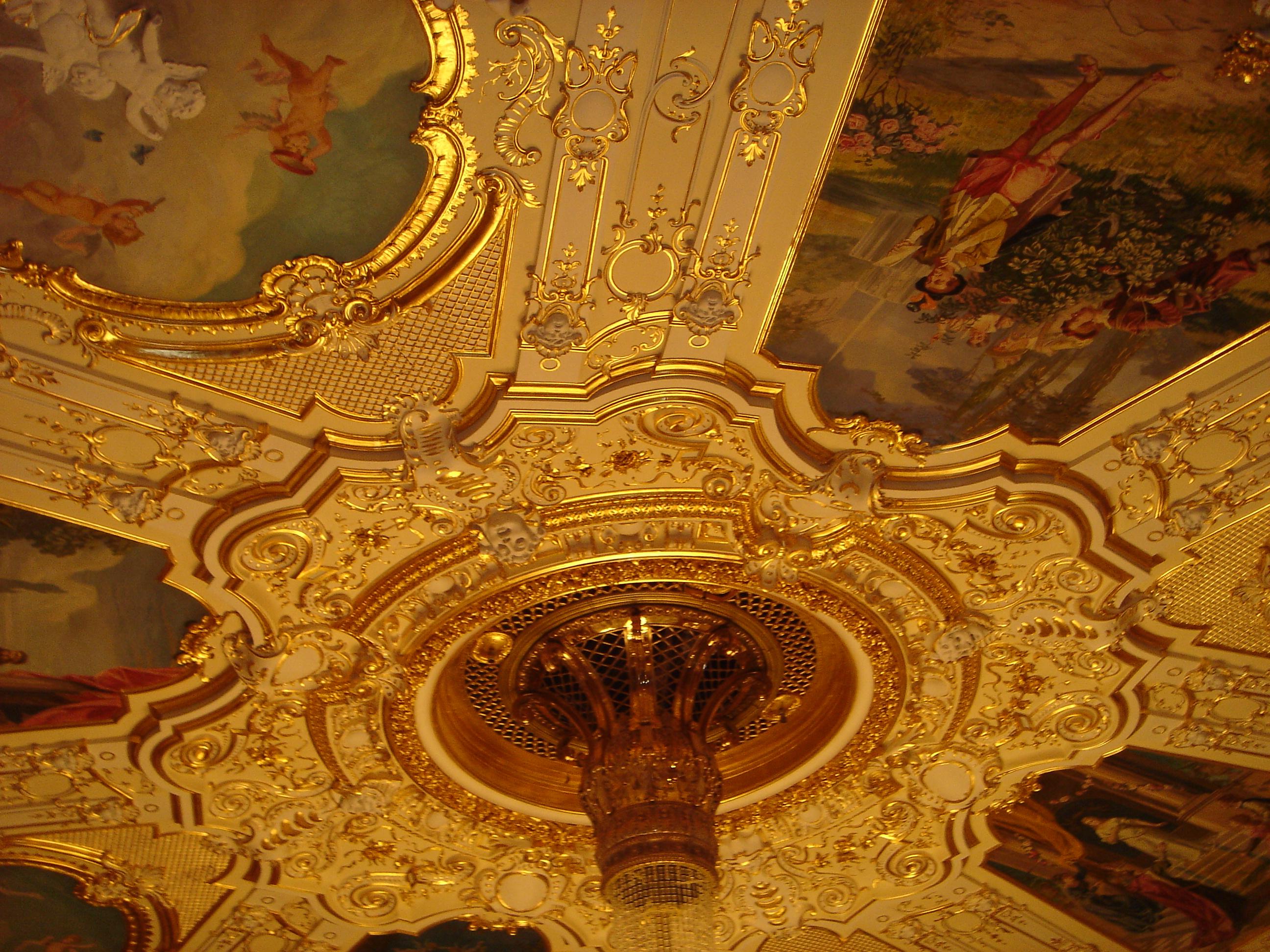Потолок оперного театра в Одессе.