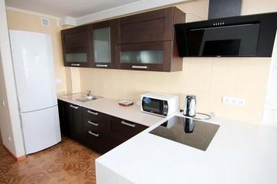 Кухня двухкомнатной квартиры в Аркадии у моря.