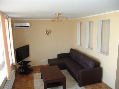 Гостиная двухкомнатной квартиры в Аркадии.